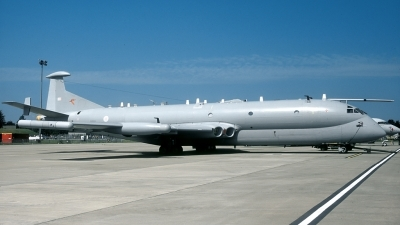Photo ID 81670 by Joop de Groot. UK Air Force Hawker Siddeley Nimrod R1, XW664