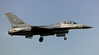 Photo ID 82713 by Carl Brent. Netherlands Air Force General Dynamics F 16A Fighting Falcon, J 226