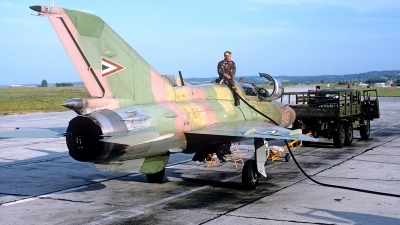 Photo ID 86594 by Carl Brent. Hungary Air Force Mikoyan Gurevich MiG 21UM, 905