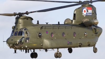Photo ID 94683 by Chris Lofting. UK Air Force Boeing Vertol Chinook HC2A, ZH895
