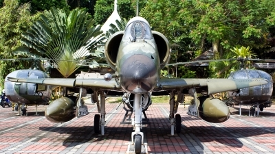Photo ID 100115 by Mir Zafriz. Malaysia Air Force Douglas A 4PTM Skyhawk, M32 18
