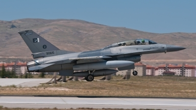 Photo ID 214365 by Erik Bruijns. Pakistan Air Force General Dynamics F 16B Fighting Falcon, 90615