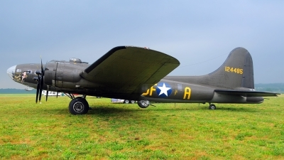 Photo ID 102804 by W.A.Kazior. Private Military Aircraft Restoration Corporation Boeing B 17G Flying Fortress 299P, N3703G
