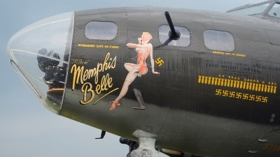 Photo ID 103139 by W.A.Kazior. Private Military Aircraft Restoration Corporation Boeing B 17G Flying Fortress 299P, N3703G