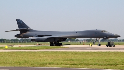 Photo ID 103003 by Stuart Thurtle. USA Air Force Rockwell B 1B Lancer, 85 0064