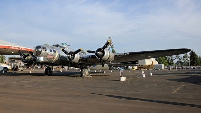 Photo ID 104136 by Alex Jossi. Private Commemorative Air Force Boeing B 17G Flying Fortress 299P, N9323Z