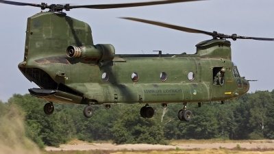 Photo ID 104423 by Robin Coenders / VORTEX-images. Netherlands Air Force Boeing Vertol CH 47D Chinook, D 661