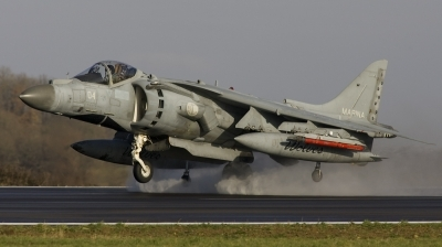 Photo ID 13903 by Maurice Hendriks - Afterburner Images. Italy Navy McDonnell Douglas AV 8B Harrier ll Plus, MM7200