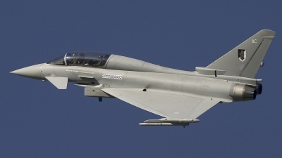 Photo ID 14213 by Chris Lofting. UK Air Force Eurofighter EF 2000 Typhoon T1, ZJ800