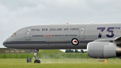 Photo ID 110300 by Mike Hopwood. New Zealand Air Force Boeing 757 2K2, NZ7571