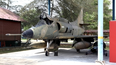 Photo ID 116669 by Carl Brent. Malaysia Air Force Douglas A 4PTM Skyhawk, M32 14