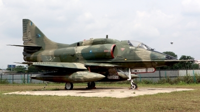 Photo ID 117004 by Carl Brent. Malaysia Air Force Douglas A 4PTM Skyhawk, M32 30