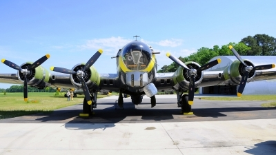 Photo ID 120362 by W.A.Kazior. Private Military Aviation Museum Boeing B 17G Flying Fortress 299P, N3701G