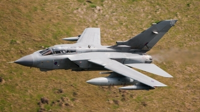 Photo ID 122258 by Paul Massey. UK Air Force Panavia Tornado GR4, ZA595