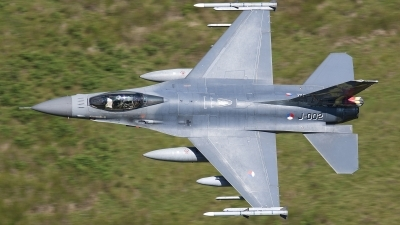 Photo ID 124493 by Melchior Timmers. Netherlands Air Force General Dynamics F 16AM Fighting Falcon, J 002