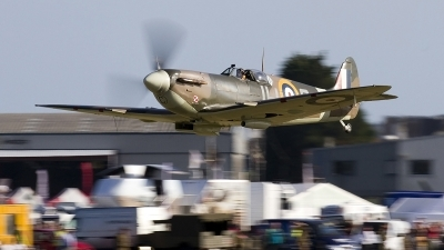 Photo ID 139867 by flyer1. Private Private Supermarine 349 Spitfire LF5B, G MKVB