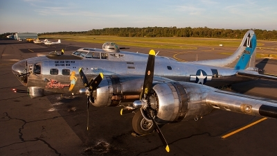 Photo ID 145562 by Jonathan Derden - Jetwash Images. Private Commemorative Air Force Boeing B 17G Flying Fortress 299P, N9323Z