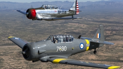 Photo ID 156551 by Thomas Ziegler - Aviation-Media. Private Commemorative Air Force North American AT 6B Texan, N76BZ