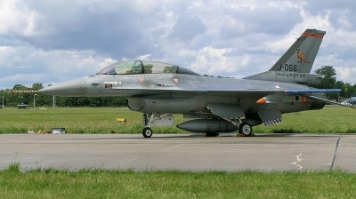 Photo ID 162899 by Arie van Groen. Netherlands Air Force General Dynamics F 16BM Fighting Falcon, J 066