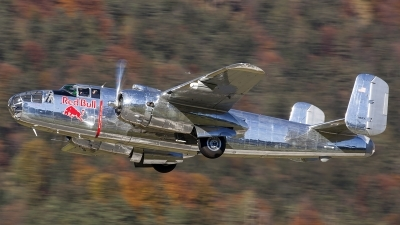 Photo ID 165663 by Thomas Ziegler - Aviation-Media. Private Red Bull North American B 25J Mitchell, N6123C