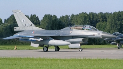 Photo ID 169255 by Arie van Groen. Netherlands Air Force General Dynamics F 16BM Fighting Falcon, J 064