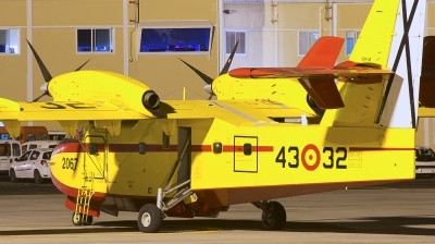 Photo ID 179875 by Manuel EstevezR - MaferSpotting. Spain Air Force Canadair CL 415 6B11, UD 14 02