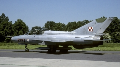 Photo ID 180640 by Marinus Dirk Tabak. Poland Air Force Mikoyan Gurevich MiG 21UM, 9297