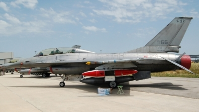 Photo ID 22118 by Jorge Molina. Italy Air Force General Dynamics F 16B Fighting Falcon, MM7266