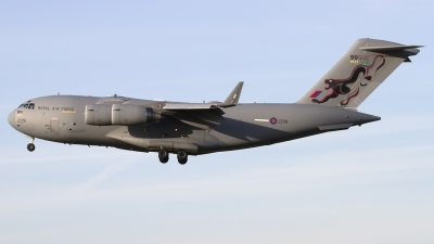 Photo ID 184535 by Chris Lofting. UK Air Force Boeing C 17A Globemaster III, ZZ176