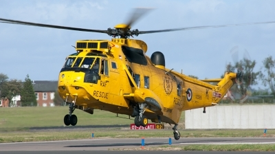 Photo ID 184631 by Lee Barton. UK Air Force Westland Sea King HAR 3, XZ595
