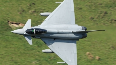Photo ID 194253 by Paul Massey. UK Air Force Eurofighter Typhoon FGR4, ZK304