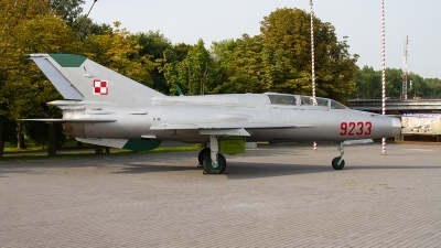 Photo ID 198440 by Alfred Koning. Poland Air Force Mikoyan Gurevich MiG 21UM, 9233