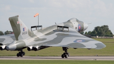 Photo ID 23658 by Tony Lowther. Private Private Avro Vulcan B2, G VLCN
