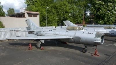 Photo ID 201122 by Joop de Groot. Czechoslovakia Air Force Mikoyan Gurevich MiG 19P, 0813