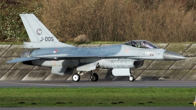 Photo ID 203347 by Mark Broekhans. Netherlands Air Force General Dynamics F 16AM Fighting Falcon, J 005