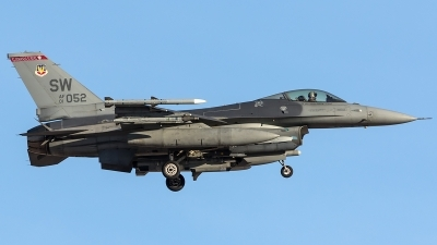 Photo ID 204403 by Thomas Ziegler - Aviation-Media. USA Air Force General Dynamics F 16C Fighting Falcon, 01 7052