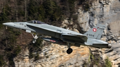 Photo ID 204609 by Thomas Ziegler - Aviation-Media. Switzerland Air Force McDonnell Douglas F A 18C Hornet, J 5019