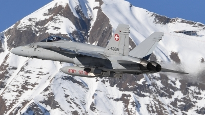 Photo ID 205617 by Luca Fahrni. Switzerland Air Force McDonnell Douglas F A 18C Hornet, J 5009