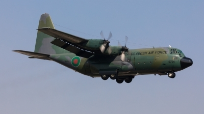 Photo ID 207770 by Andreas Zeitler - Flying-Wings. Bangladesh Air Force Lockheed C 130B Hercules L 282, 58 0754