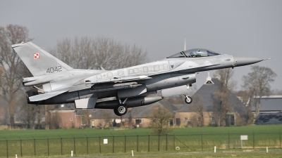 Photo ID 208737 by Lieuwe Hofstra. Poland Air Force General Dynamics F 16C Fighting Falcon, 4042