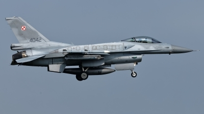 Photo ID 209812 by Rainer Mueller. Poland Air Force General Dynamics F 16C Fighting Falcon, 4042