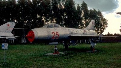 Photo ID 212974 by Sven Zimmermann. Russia Air Force Sukhoi Su 7B, 25 RED
