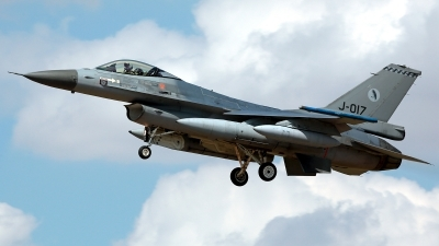 Photo ID 214278 by Carl Brent. Netherlands Air Force General Dynamics F 16AM Fighting Falcon, J 017