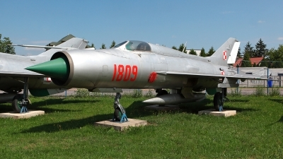 Photo ID 214357 by Carl Brent. Poland Air Force Mikoyan Gurevich MiG 21PF, 1809