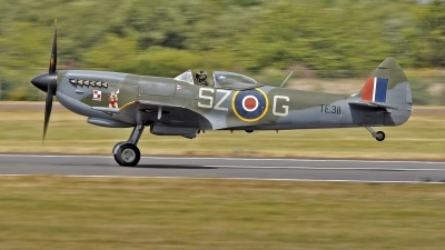 Photo ID 214452 by flyer1. UK Air Force Supermarine 361 Spitfire LF16E, TE311