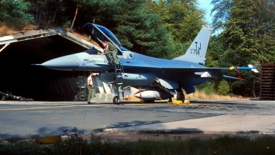 Photo ID 216089 by Gerrit Kok Collection. USA Air Force General Dynamics F 16A Fighting Falcon, 81 0758
