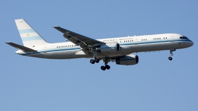 Photo ID 220783 by F. Javier Sánchez Gómez. Argentina Government Boeing 757 23A, T 01