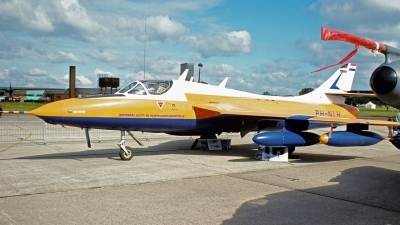 Photo ID 236453 by Eric Tammer. Private Private Hawker Hunter T7, PH NLH