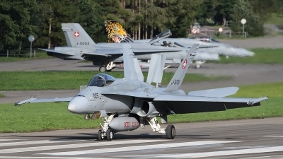 Photo ID 238467 by Ludwig Isch. Switzerland Air Force McDonnell Douglas F A 18C Hornet, J 5025