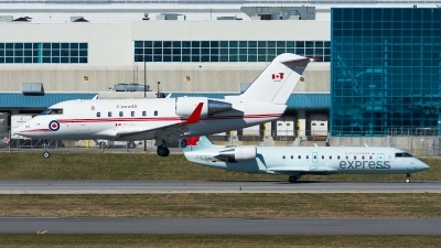 Photo ID 241543 by Tim Lowe. Canada Air Force Canadair CL 600 2A12 Challenger 601, 144615